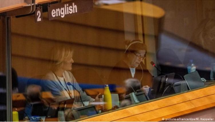 Koronavirüs Avrupa Birliği'ndeki Simultane Tercümanları Nasıl Etkiledi